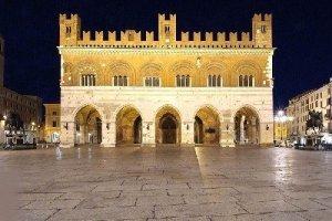 Palazzo Gotico di notte